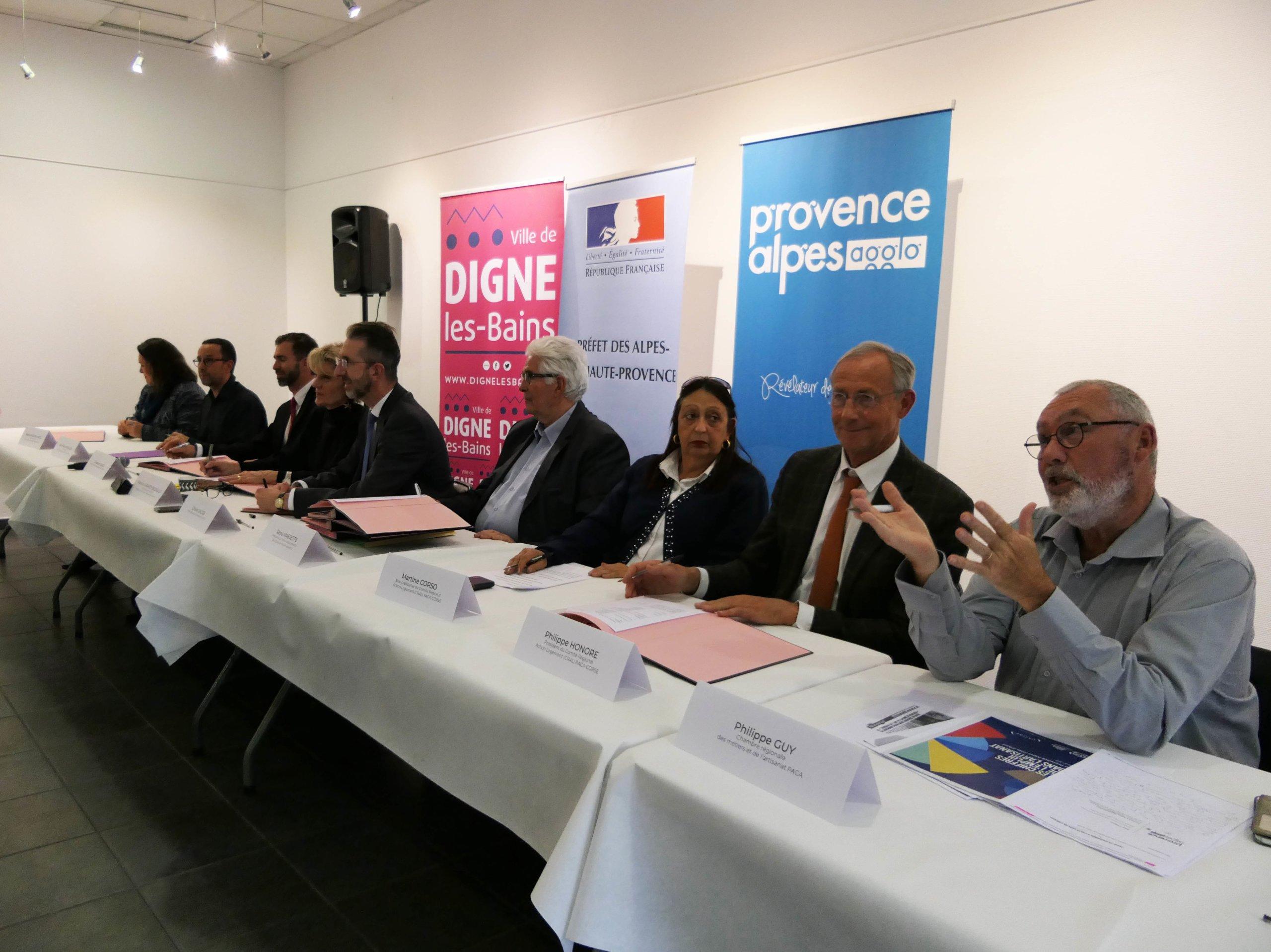 Signature De L Avenant Action Coeur De Ville Ort Provence Alpes Agglomeration
